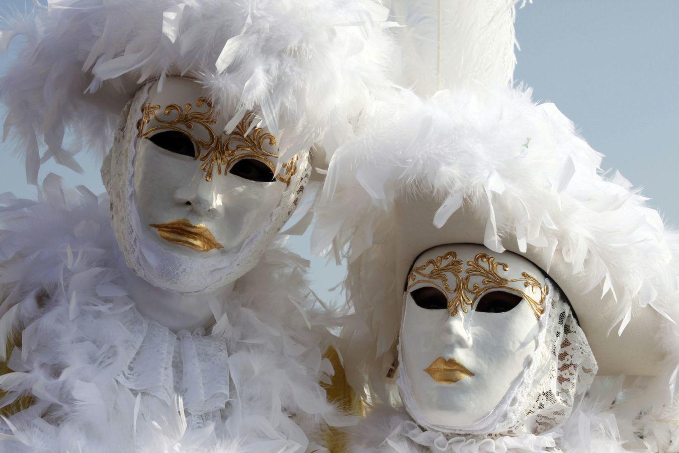 venice-carnival-weddings-1350×900
